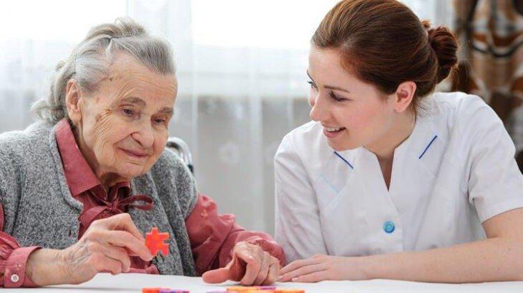 Alzheimer hasta yakınlarına destek sempozyumu