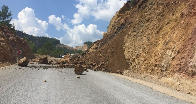 Antalya'da yağmur sebebiyle heyelan oluştu