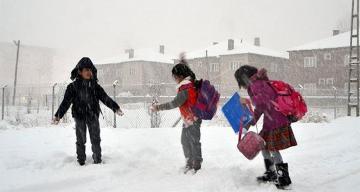 Eğitime kar engeli! İşte okulların tatil edildiği iller…