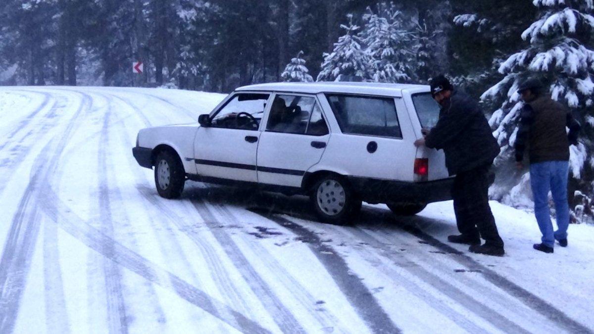Kazdağları nda kar yağışı hayatı olumsuz etkiliyor