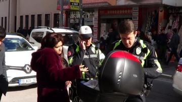 Trafik polisini tehdit eden kadına soruşturma