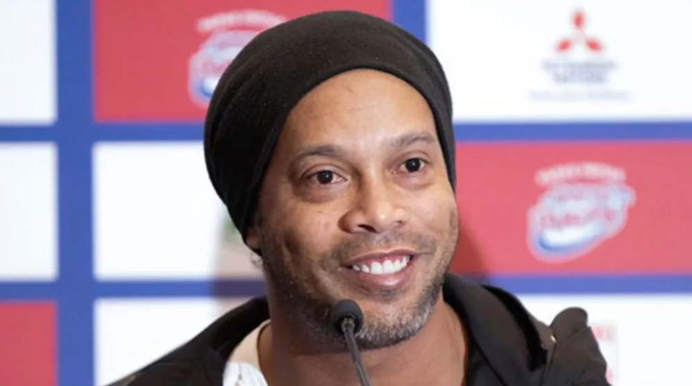 Ronaldinho'ya bir şok da FIFA oyunundan!