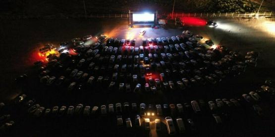Açık hava sinemalarında 'arabalı' dönem başladı🎥