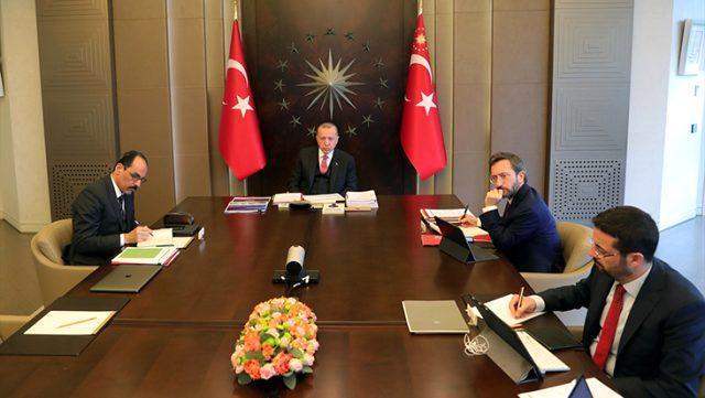 Son dakika: Cumhurbaşkanı Erdoğan başkanlığında video konferans yöntemiyle yapılan kabine toplantısı başladı