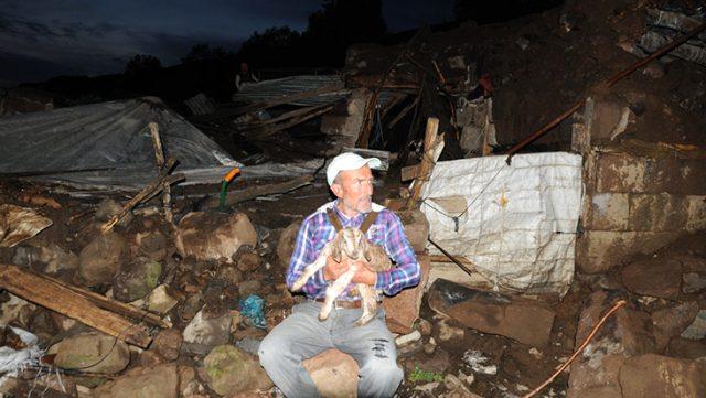 Deprem sonrası çekilen fotoğraf yürekleri sızlattı