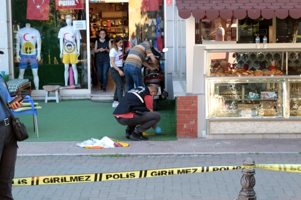 Balıkesir de kafede silahlı saldırı: 2 yaralı