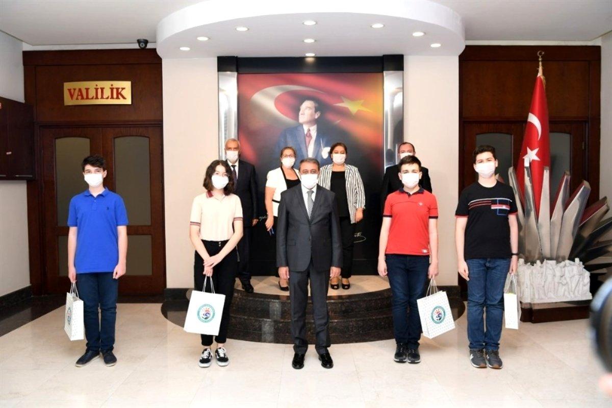 LGS Sınavında tam puan alan öğrenciler ödüllendirdi
