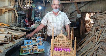 864 ahşap parçasıyla Sultanahmet Camii'nin maketini yaptı