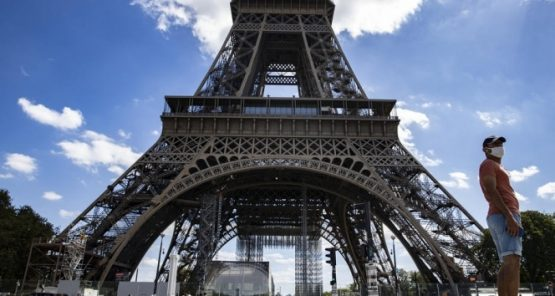 Eyfel Kulesi, bomba ihbarı nedeniyle boşaltıldı