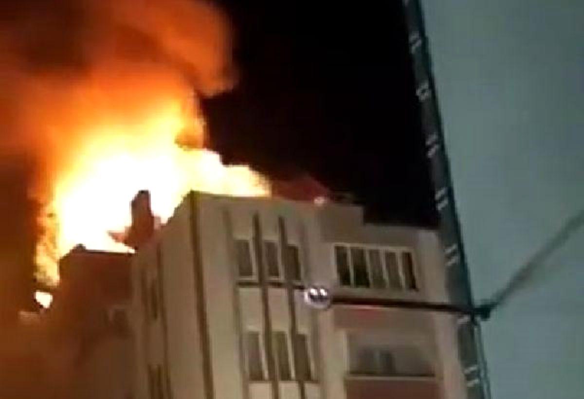 Son dakika! Apartmanın çatısında korkutan yangın