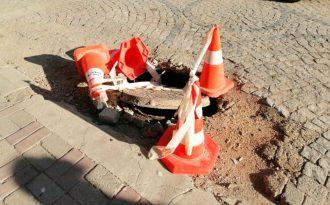 Erdek te Telekom a ait altyapı bacası çöktü