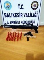 Balıkesir de polis 20 aranan şahsı yakaladı
