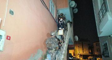 İstanbul'da uyuşturucu satıcılarına şafak operasyonu: 13 adrese eş zamanlı operasyon