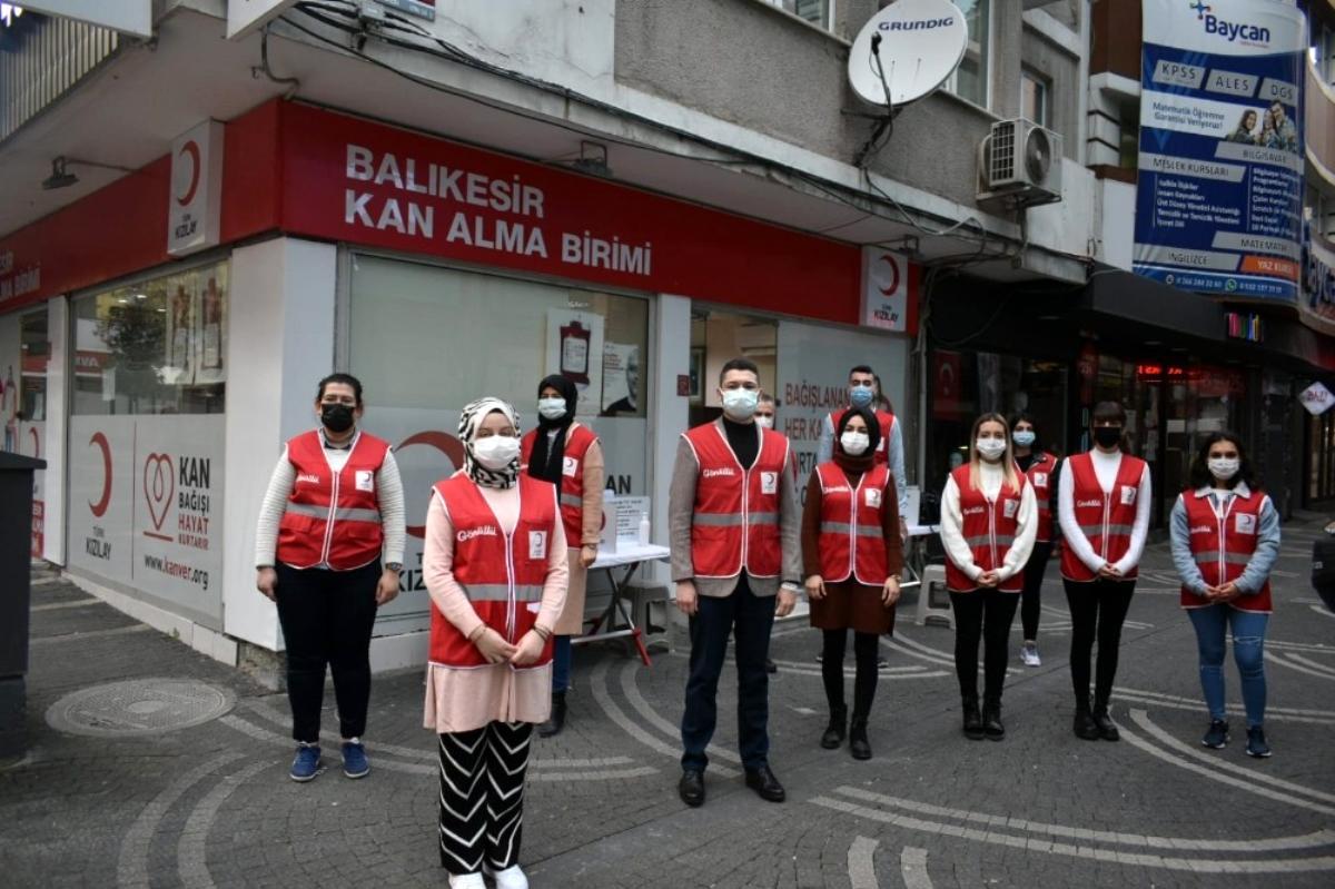 Kızılay ın gençleri pandemide kan vermeye dikkat çekti