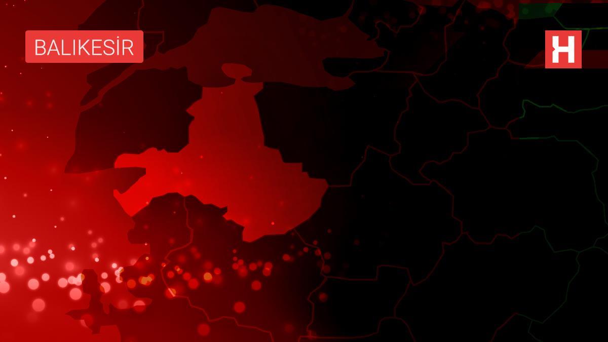 Son dakika haber… Edremit sahilinde iş yerlerinin bulunduğu binada çıkan yangın söndürüldü