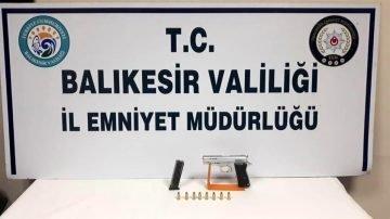 Son dakika haberleri | Balıkesir de polis 87 aran şahsı yakalarken, 21 silah ele geçirdi