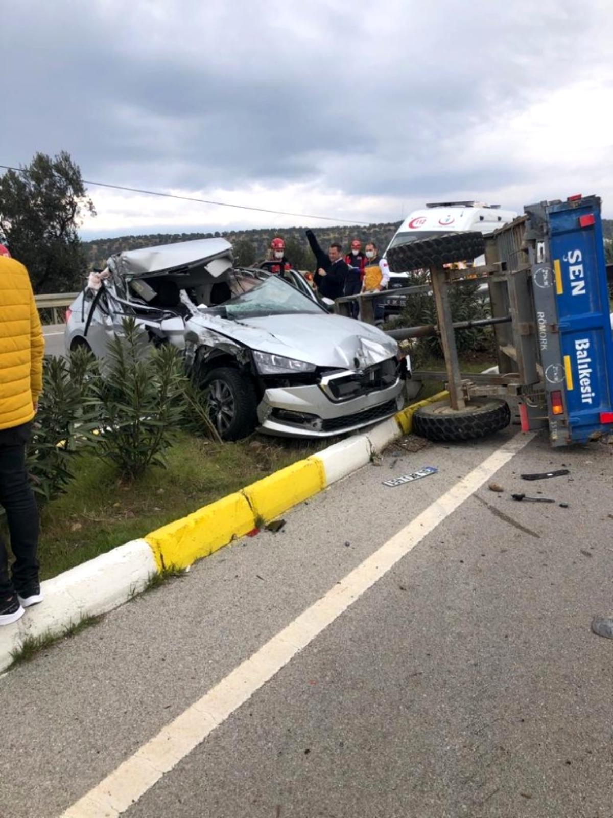 Traktör ve otomobil çarpıştı, sürücüler hafif yaralı kurtuldu