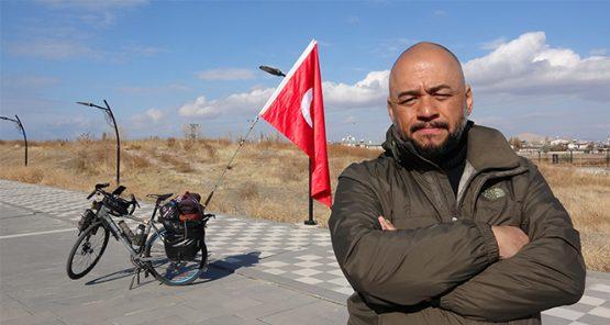Türkiye'yi Avrupa ülkelerine tanıtmak için 72 gündür pedal çeviriyor