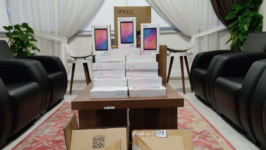 Bandırma'da öğrencilere tablet desteği