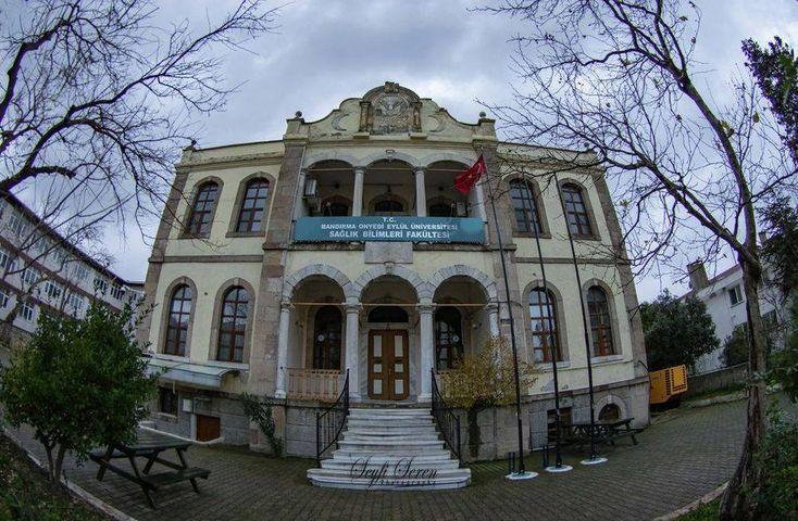Bandırma'da Tarih Kokan Binalar: Eski Askerlik Şubesi Binası