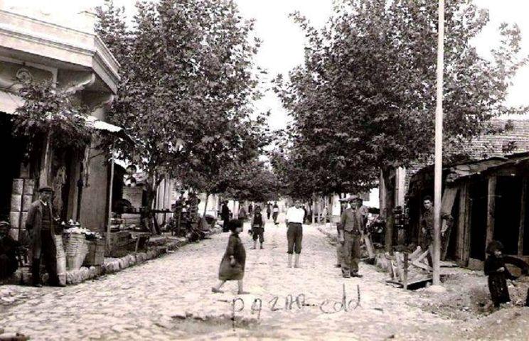 1940'lı yıllarda Bandırma Pazar Caddesi