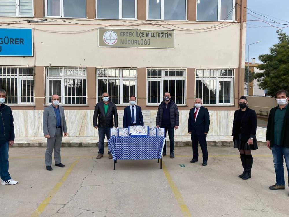 Erdek'te tablet dağıtımı sürüyor