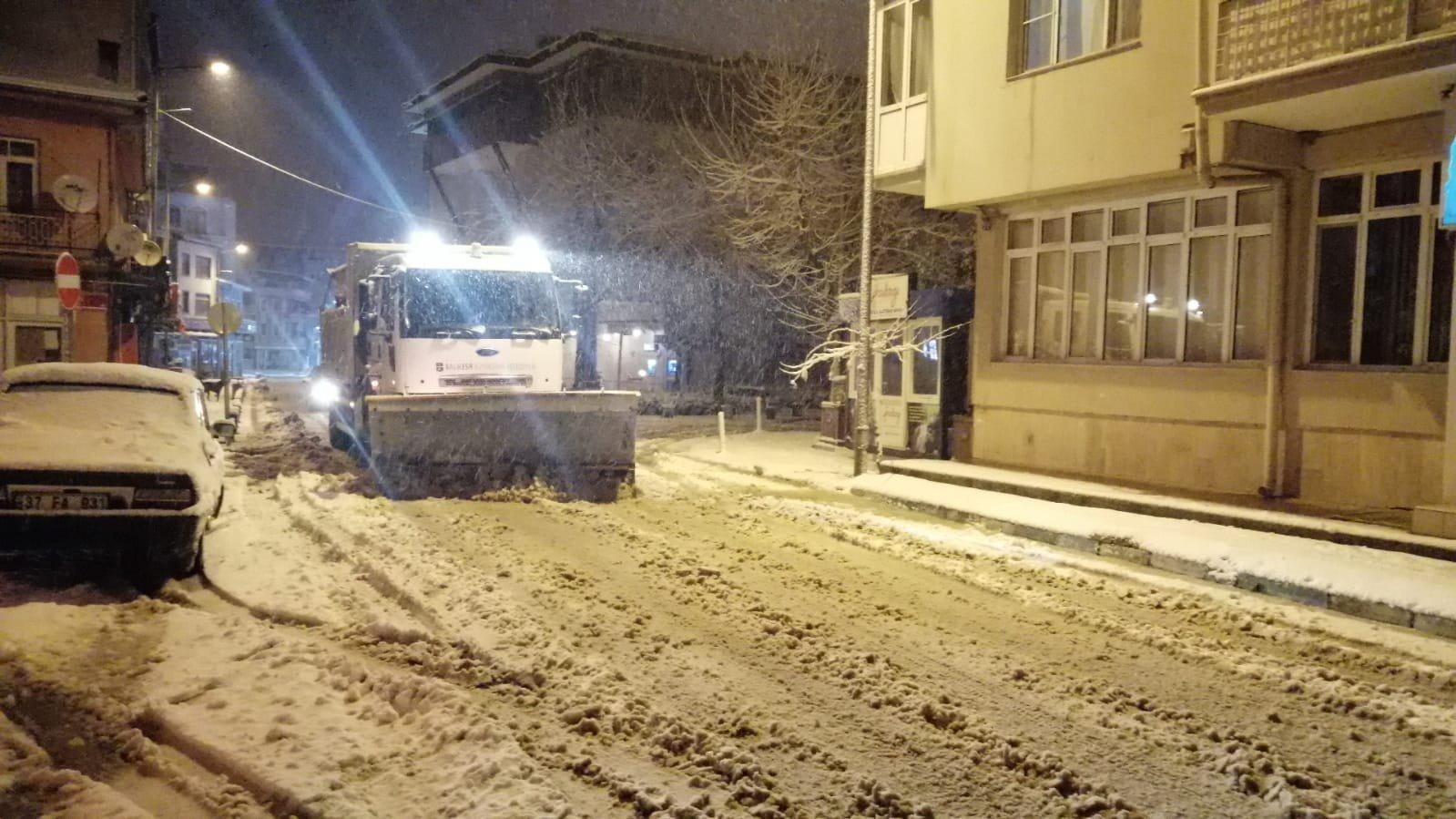 Bandırma'da kar ulaşımı aksatmadı