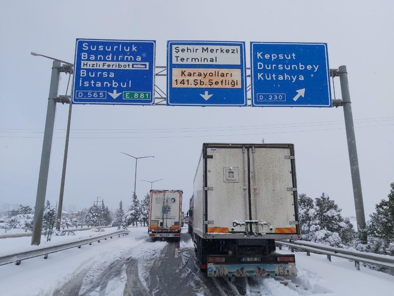 Balıkesir Bursa yolu kapandı