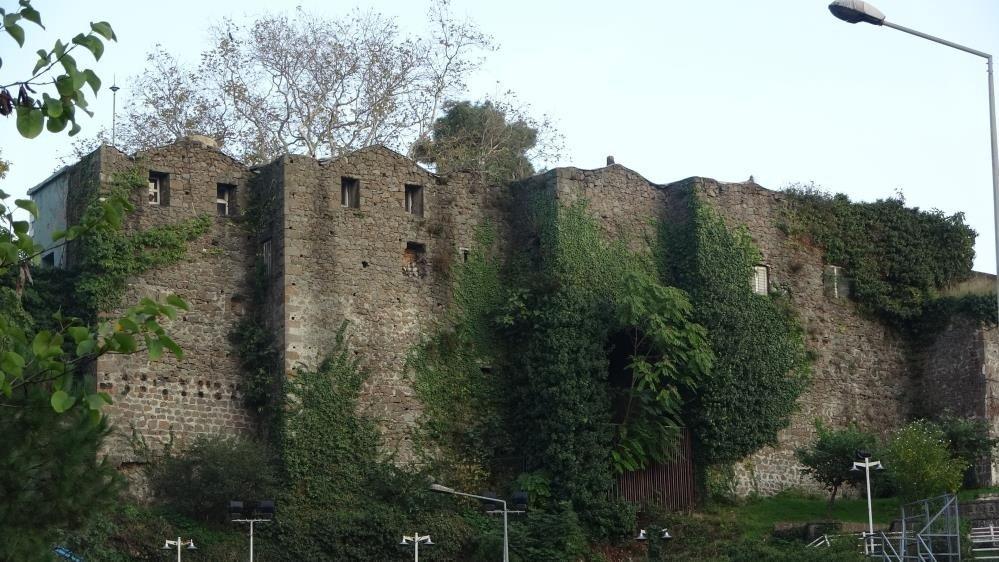 Balıkesirli kadına 700 yıllık kale miras kaldı