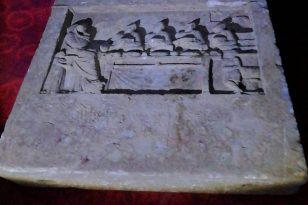 2 bin yıllık mezar steli ele geçirildi