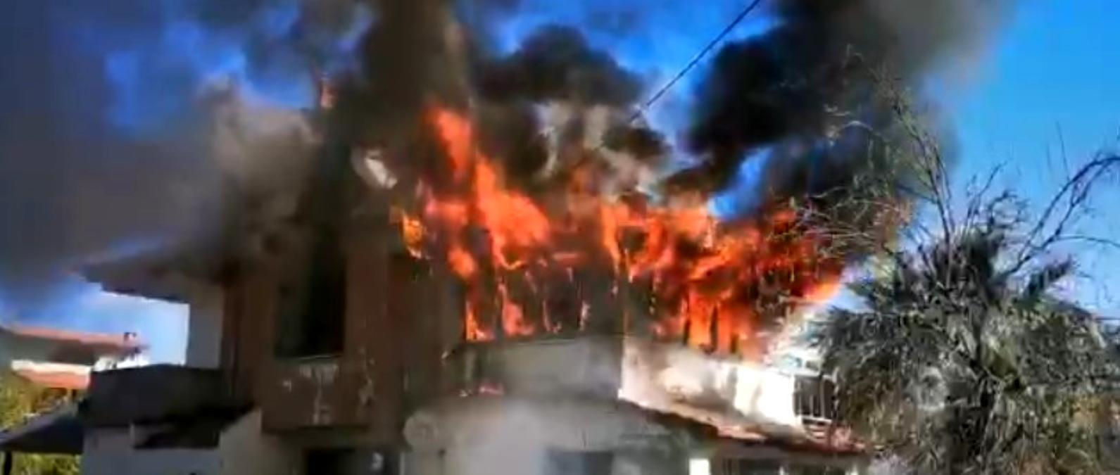 Ayvalık ta ev yangınındaki sıcak anlar kameralara böyle yansıdı
