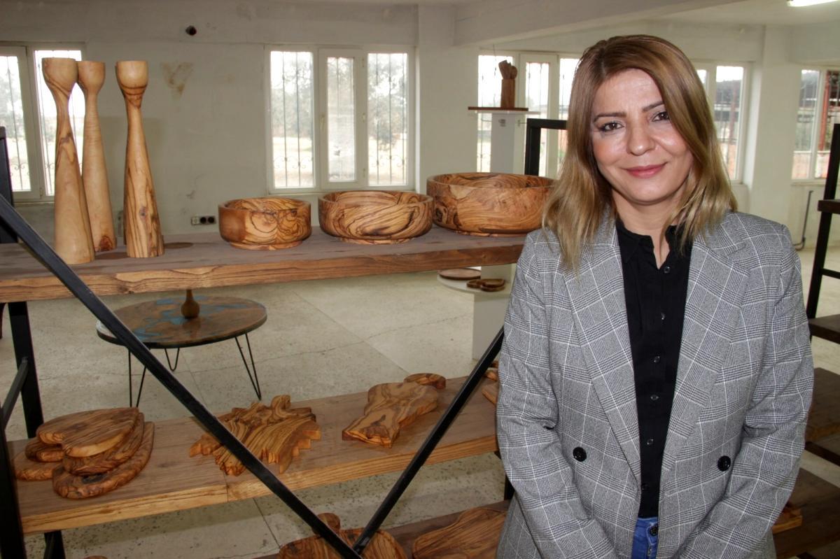Kadın girişimci, yakacak zeytin odunlarını mutfak gerecine çevirip ihracat yapıyor