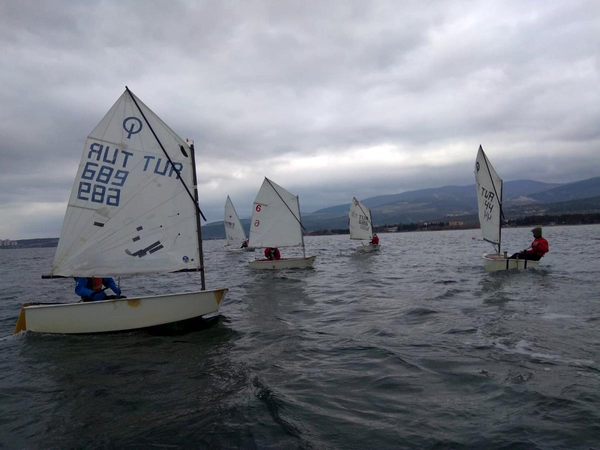Yelken yarışmaları Erdek te yapıldı
