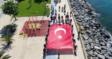 19 Mayıs'ta dev Türk bayraklı bisiklet korteji havadan görüntülendi