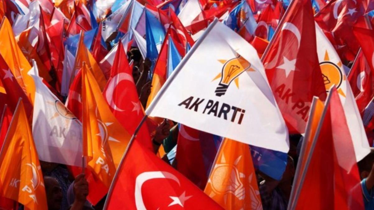 AK Partili başkanın geçmişte partisini eleştirdiği tweetler ortalığı karıştırdı! Gelen tepkiler üzerine görevinden istifa etti