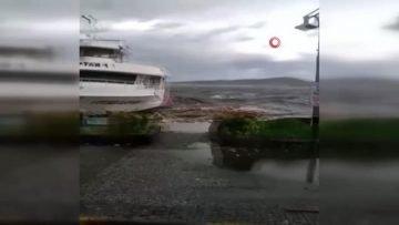 Ayvalık ta fırtına dehşeti…Dalgalar tekneleri devirdi