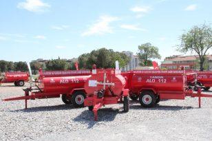 Balıkesir de kırsal mahallelere su tankeri dağıtıldı