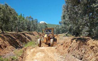 Erdek te arazi yolları onarılıyor