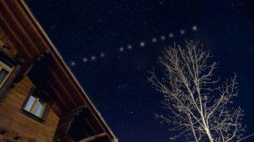 Gökyüzündeki sıralı ışıkların sırrı çözüldü