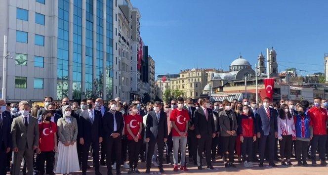 Taksim Meydanı'nda 19 Mayıs töreni