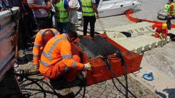 Çanakkale de ilk gün denizden 17 ton müsilaj çekildi