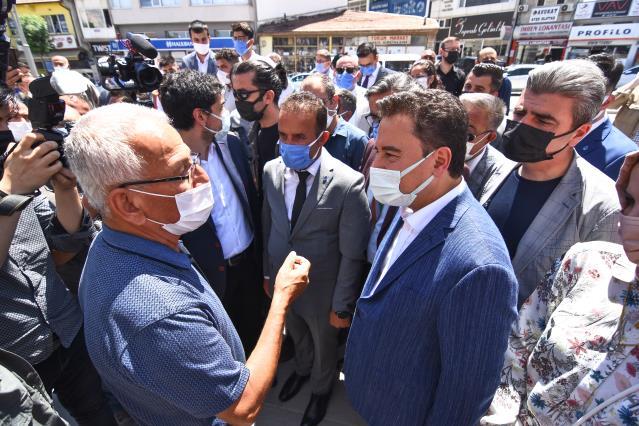 DEVA Partisi Genel Başkanı Ali Babacan, esnafı ziyaret etti