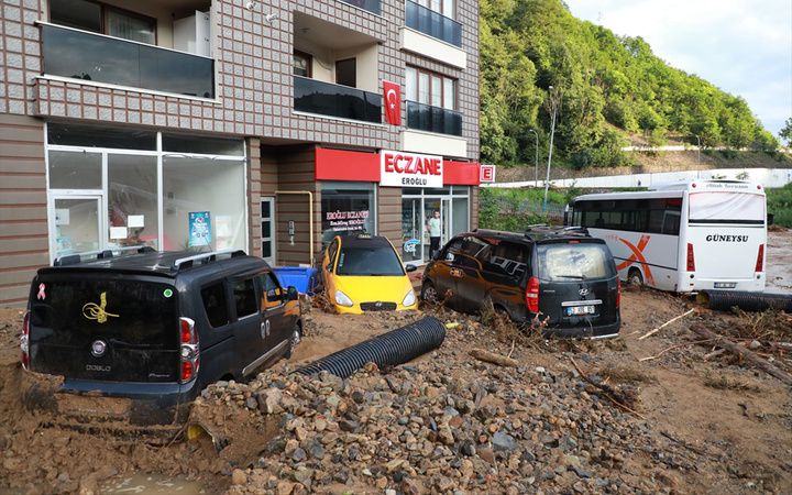 Rize'de sel felaketi! 2 ölü, 6 kişi kayıp!