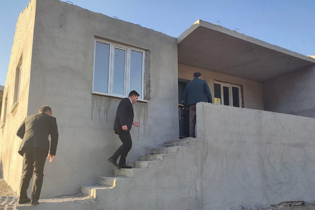 Evi yanan yaşlı kadına kaymakamlık ev yaptırdı